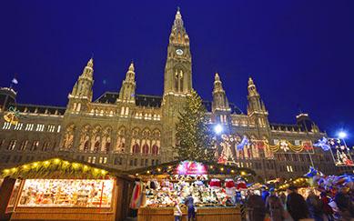 Austria, Vienna, Christmas market outside Vienna city hall. (Photo by: JTB/UIG via Getty Images) (Photo by: JTB Photo/UIG via Getty Images)